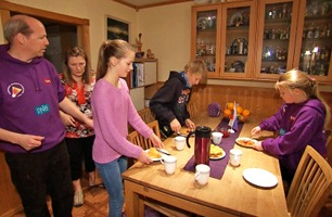 Den norsk-russiske Andreassen-familien lurer på hvem de skal heie på