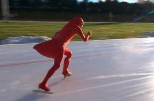 En trønder forsøker å revolusjonere skøytesporten med Donald-drakt