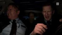 – Slipp meg ut eller så driter jeg i bilen