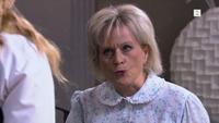 Sigrid skjeller ut personalet på Hotel Cæsar