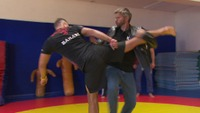 Møt Nicolai Cleve Broch som bad-ass karate-instruktør