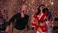 Se Anneli Drecker og Samsaya fremføre «Bombay»