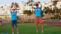 Bli med hoppgutta på charter-yoga