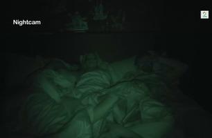 Senkveld-Thomas i seng med Sophie Elise og kjæresten