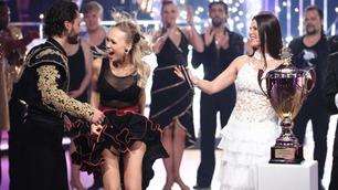 Her blir Agnete og Egor ropt opp som vinnerne av «Skal vi danse»