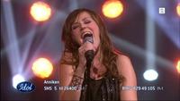 Anniken Høve synger synger «Take the Stage» i Idol