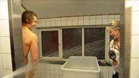 TV 2-reporteren sprutet ned i dusjen til «Iskrigerne»