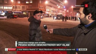 Her blir TV 2s reporter kalt «muslim-jævel» på direkten
