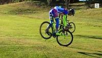 Se Peter Sagan spille golf med sykkelen