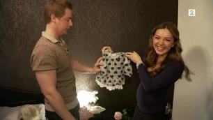 Danse-Elena viser frem babymagen