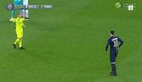 Zlatan nektet å komme bort til dommeren