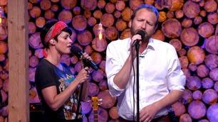 Thom Hell og Lene Nystrøm fremfører «Turn Back Time»