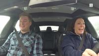 Se TV 2 teste den splitter nye Teslaen med insane mode: – Å, fy fader!