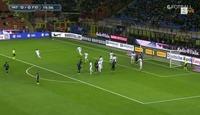 Podolski blir latterliggjort etter denne cornerflausen