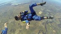 Her får han anfall – midt i fallskjermhoppet