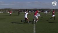 Se United-talentet Callum (16) rundlure halve Aston Villa