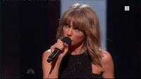 Taylor Swift takket fansen da hun fikk prisen som årets artist