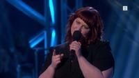 Julie Ervik synger i The Voice-knockout