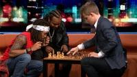 Senkveld: Her spiller Magnus Carlsen flettene av Madcon
