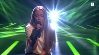 Carine Istre synger i første The Voice-livesending