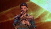 Filip Bernard Jensen synger I første The Voice-livesending