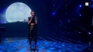 Kaja Søgård synger i den andre The Voice-livesendingen