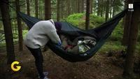 Åshild Worre Lie (29) bor i skogen i en hengekøye