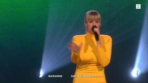 Marianne Engebretsen synger i tredje livesending i The Voice