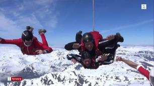 Endelig klarte Aksel Hennie å få bestekompisen til å hoppe i fallskjerm