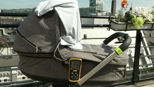TV 2 har testet: Så varmt blir det for babyen etter 20 minutter i sola