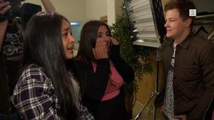 Jentene bryter sammen i gråt når de får møte guttene i The Main Level