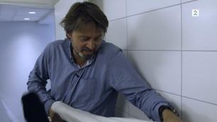 Her skifter Thomas bleie på en voksen mann i «Senkveld surprise»