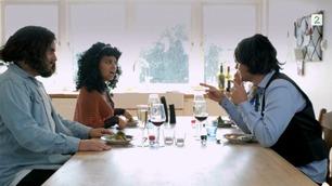 Se Kollektivets parodi på  «Fire stjernes middag»: – Hvem er du egentlig?