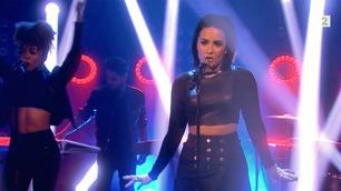 Se Demi Lovato fremføre hit'en «Confident» i Senkveld