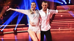 Adelén og Benjamin danser jive i finalen av Skal vi danse