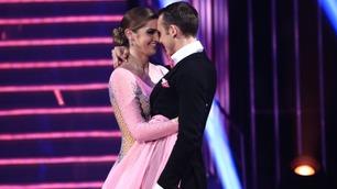 Adelén og Benjamin danser slowfox i finalen av Skal vi danse