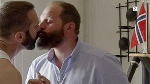 Det ble litt pinlig for han Truls da han skulle kysse en mann