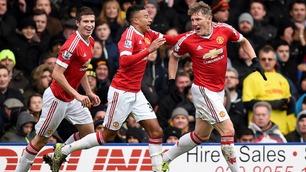 Selvmål fem sekunder før slutt sendte United til topps