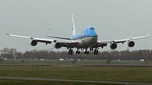 Rett før flyet lander skjer det uventede