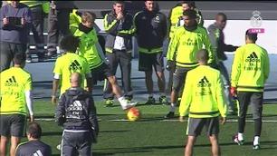 Se Ødegaard og Ronaldo leke seg på Zidanes første trening
