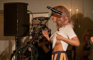 Flashet puppen: Slik takket Sophie Elise Isachsen for blogg-prisene