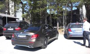 Her parkerer nye Mercedes E-klasse helt av seg selv
