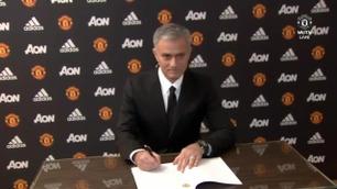 Her signerer José Mourinho for Manchester United