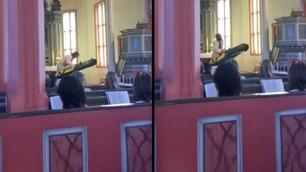 Prest gikk bananas under barnegudstjenesten