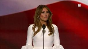 For første gang står Melania Trump alene på scenen