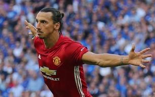 Zlatan herjet i luften da Manchester United senket Leicester - bilder med tillatelse fra MAX