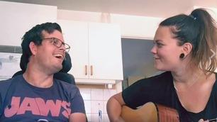 Erikas og Peters sang om vennskap rører alle