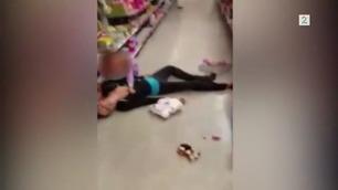 NB: STERKE INNTRYKK: Den lille jenta (2) forsøker desperat å vekke sin narkomane mor