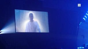 Her later ikke Justin Bieber engang som om han synger i mikrofonen