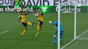 Kontroversiell Koscielny-scoring på overtid av overtiden ga Arsenal-seier